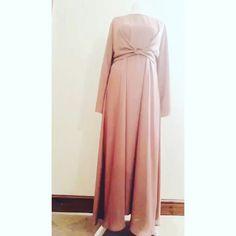 Hijab Gown, Hijab Dress Party, Hijab Style Dress, Batik Fashion, Abaya Fashion, Fashion Dresses, Dress Outfits, Muslim Women Fashion, Ladies Fashion
