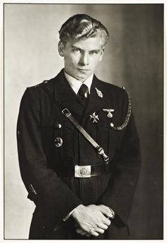 August Sander November 1876 – 20 April was a German portrait and documentary photographer. Sander's first book Face of our Time. August Sander, Raza Aria, Non Commissioned Officer, The Third Reich, Documentary Photographers, Historical Photos, World War Ii, Wwii, Royals