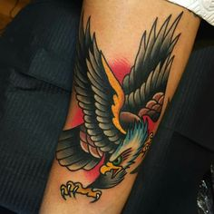 Good idea for positioning Eagle Tattoos, Leg Tattoos, Black Tattoos, Body Art Tattoos, Tattoos For Guys, Sleeve Tattoos, Tatoos, Traditional Tattoo Inspiration, Traditional Eagle Tattoo