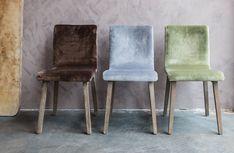 Velvet eetkamerstoelen, mogelijk in drie kleuren - Velvet dinging chairs in three soothing colours - #WoonTheater