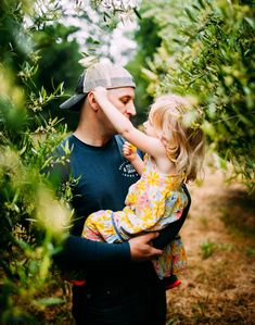 Father Daughter Pictures, Father Daughter Tattoos, Future Daughter, Mother Daughters, Father Daughter Photography, Children Photography, Family Picture Poses, Family Photos, Family Photographer