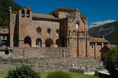 Siresa – en Jaca, Huesca (ARAGÓN) / Por Toshio Hikita – Flickr / Monasterio románico de San Pedro (++). Construcciónsiglos IX-XIII.