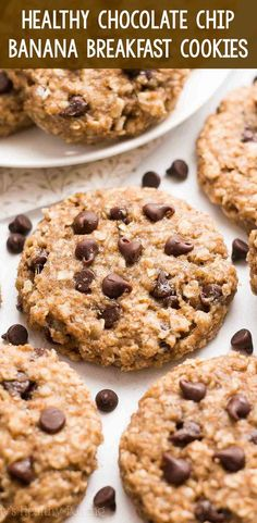 An easy recipe for chewy banana oatmeal cookies studded with plenty of chocolate chips! No butter, eggs, refined flour or sugar & only 78 calories! Oatmeal Breakfast Cookies, Breakfast Cookie Recipe, Healthy Oatmeal Cookies, Healthy Breakfast Cookies, Healthy Low Calorie Breakfast, Healthy Oatmeal Recipes, Clean Breakfast, No Egg Breakfast, Healthy Kids Breakfast