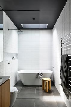 The Prahran House by Rob Kennon Architects transforms an original Edwardian boarding house into a contemporary family home that explores […] Modern Bathroom Design, Bathroom Interior Design, Home Interior, Interior Colors, Interior Livingroom, Interior Plants, Zen Bathroom, Small Bathroom, Bathroom Ideas