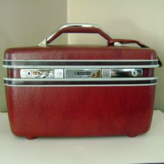 Cool color, cool organizer, love!  Vintage 1960s Train Case Samsonite by CherryRiversVintage on Etsy, $25.00