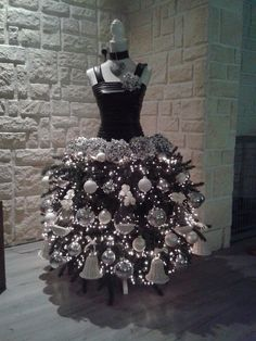 2019 Dress Form Chrismas Tree Decoration Ideas - Page 6 of 7 - Vida Joven Mannequin Christmas Tree, Dress Form Christmas Tree, Unique Christmas Trees, Christmas Tree Themes, Xmas Tree, Christmas Tree Decorations, Christmas Holidays, Christmas Crafts, Traditional Christmas Tree