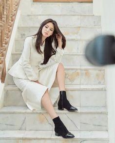 [HanCinema's News] Song Hye-kyo Makes First Social Media Post in Four Months @ HanCinema :: The Korean Movie and Drama Database Song Hye Kyo, Song Joong Ki, Poses For Photos, Girl Photos, Korean Star, Korean Girl, First Instagram Post, Most Beautiful Faces, Korean Celebrities