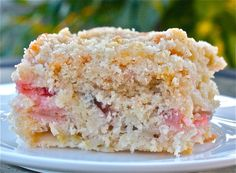 Canadian Back-to-School Rhubarb Cake will become a family favourite. Super easy, absolutely delicious and perfect for a school lunch. Cake Mix Recipes, Dessert Recipes, Baking Desserts, Dessert Ideas, Rhubarb Cake, Rhubarb Cupcake Recipe, Buffet, Rhubarb Recipes, Angel Food Cake