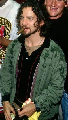 Eddie Vedder smokin' a stogie. Grunge Guys, 90s Grunge, Pearl Jam Posters, Matt Cameron, Band Posters, Music Posters, Retro Posters, Pearl Jam Eddie Vedder, Alice In Chains
