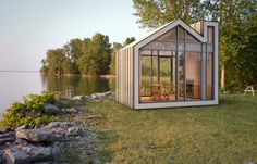 Where Evan Bare of 608 Design lives in Ontario, Canada, some people call small sleeping cottages Bunkies. Thus, when Evan teamed up with architectural design firm BLDG Workshop to create a small scale architectural cabin, they settled on the name Bunkie.