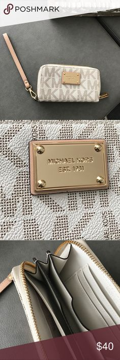 Michael Kors Wristlet excellent condition only used once. Wristlet wallet. Authentic Michael Kors Michael Kors Bags Clutches & Wristlets