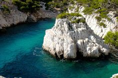 Des criques isolées : Marseille, Cassis, La Ciotat : cabotage dans les calanques -