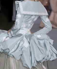 Christian Dior Couture by John Galliano, hat.Stephen Jones Millinery for Christian Dior fall 2009 haute couture in Parischristian dior haute couture Dior Haute Couture, Couture Mode, Couture Fashion, Runway Fashion, John Galliano, Galliano Dior, French Fashion, High Fashion, Fashion Show