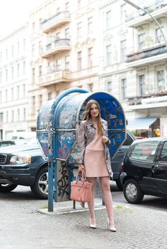 OUTFIT: METALLIC-ROSA: FRÜHLINGSOUTFIT MIT FISHNETS