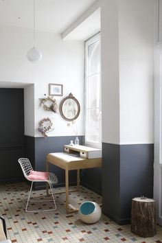 9 Warm Tips: Wainscoting Height Entry Ways wainscoting living room with fireplace.Wainscoting Living Room With Fireplace. Half Painted Walls, Half Walls, Striped Painted Walls, Two Tone Walls, Two Tone Paint, Apartment Painting, Painting Bedrooms, Bathroom Paintings, Estilo Interior