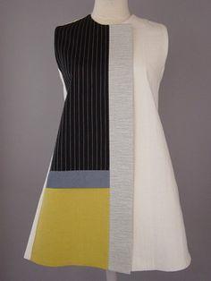 Lungo girocollo in maglia nero con linee ondulate