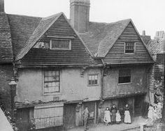 A photograph of Walter Ralegh's house from about 1890 in Blackwall, London; sadly, it was demolished for the Blackwall Tunnel.