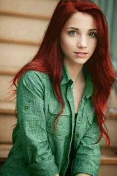 If only I can rock red hair...and if it was that long...oh and had those eyes...and the clear skin. Naaaaaaaa....I'm happy the way I am.  Se...