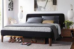 Busca imágenes de Recámaras de estilo moderno en gris: Parallel Queen Bed. Encuentra las mejores fotos para inspirarte y crea tu hogar perfecto.