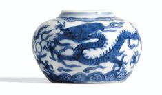 A SMALL BLUE AND WHITE 'DRAGON'JAR  MARK AND PERIOD OF WANLI