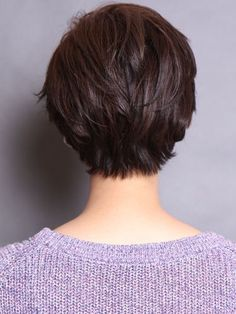 30 Superb Short Hairstyles For Women Over 40 - Stylendesigns - - Forty is a dreaded word for women as they getting older. These latest short hairstyles for women over 40 will make you feel 10 years younger if not more. Stylish Short Haircuts, Short Hairstyles For Thick Hair, Short Pixie Haircuts, Short Hair Cuts For Women, Curly Hair Styles, Hairstyle Short, Modern Hairstyles, Hairstyle Ideas, Style Hairstyle