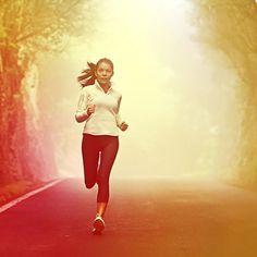 Biliyor muydunuz? İleri doğru bir adım atabilmek için, insan vücudundaki 54 farklı kasın harekete geçmesi gerekir. Hafta sonunda hem sonbaharın renklerini keşfetmek hem de sağlıklı kalmak için siz de ormanda spor yapmayı tercih edebilirsiniz.