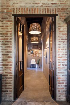 Vistoso, her husband, their girl, and three rescued puppies share this large residence in a small area near Buenos Aires. Bohemian Style Rooms, Bohemian Wall Decor, Bohemian Furniture, Bohemian House, Luxury Home Decor, Unique Home Decor, Cheap Home Decor, Modern Decor, Living Room Decor