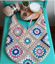 604 Me Gusta, 36 Comentarios - Antidepresanhobiler Dilek&Apo 604 Me gusta, 36 comentarios - Antidepresanhobiler Dilek'ce Bolsa a trocitos This Pin was discovered by Emi Just three grannies! Pull Crochet, Love Crochet, Bead Crochet, Crochet Gifts, Crochet Motif, Diy Crochet, Crochet Baby, Crochet Patterns, Knitting Patterns