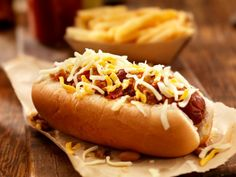 Don't Miss These Top Summer Obon Festival Foods! - Part Asian Fusion Foods: Hot Dogs, Chili Dogs, & Corn Dogs Chili Hotdogs, Chili Cheese Dogs, Hot Dogs, Fusion Food, Junk Food, Food Food, Dog Recipes, Cooking Recipes, Keto Recipes