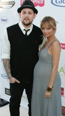 Love Nicole's style... Even pregnant!