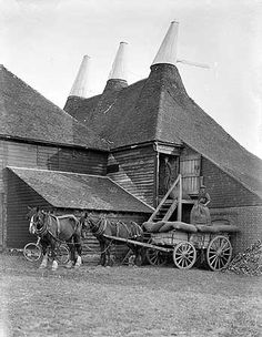 exterior view showing sacks being unloaded from cart 1933 great dixter oast house east sussex rother northiam English Country Gardens, English Countryside, Old Pictures, Old Photos, Vintage Photographs, Vintage Photos, Kent United Kingdom, Hops Trellis, White Tractor