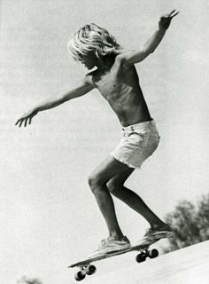 Jay Adams Jboy Zephyr Boys zboys skate skater old school vintage Retro LA california Venice Beach dogtown Lords Of Dogtown vans blonde vertical Pale Lords Of Dogtown, Jay Adams, Old School Skateboards, Skater Boys, Skate Style, Skate Surf, Longboarding, Surf Art, Poses