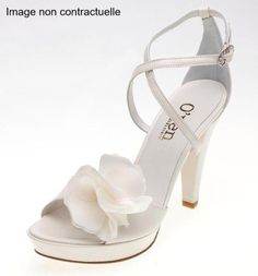 21071 Sandales ivoire à brides croisées White Wedding Shoes, White Bridal, Female Avatar, Wedding Notes, Bridal Shoes, Luxury Wedding, Boho Jewelry, Wedding Accessories, Me Too Shoes
