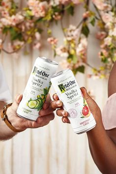 We know you've been waiting all month for it. Get into a long weekend state of mind with #BotanicalVodkaSpritz. Gardening For Beginners, Gardening Tips, Sugar Free Gum, Gourmet Breakfast, Pineapple Rum, Alcoholic Drinks, Beverages
