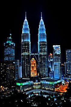 The Petronas Towers, Kuala Lumpur, Malaysia.Also known as the Petronas Twin Towers,hold the world tallest building record from 1998 to 2004 Places Around The World, The Places Youll Go, Places To Go, Around The Worlds, Kuala Lumpur, Twin Towers, Wonderful Places, Beautiful Places, Amazing Places
