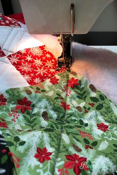 Learn how to sew a quilt the easy way using these step by step instructions with tips and tricks. Learn some basic quilting techniques that you can apply as a beginner to make the sewing process easier. Tips And Tricks, Sewing Patterns Free, Free Sewing, Quilt Patterns, Quilt Tutorials, Sewing Tutorials, Thing 1, Leftover Fabric, Sewing Hacks