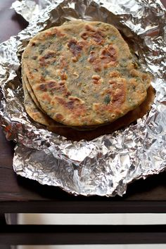 palak paratha or spinach paratha is another excellent variation of paratha where you can include some healthy greens in the paratha. palak paratha is specially good for children who are usually not fond of spinach. the paratha Veg Recipes Of India, Indian Veg Recipes, Indian Snacks, Palak Paratha, Palak Paneer, Indian Flat Bread, Indian Breads, Veg Breakfast Recipes, Punjabi Food