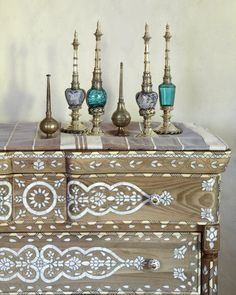 Moroccan Decor for a Modern Home / Cabinet / Moroccan & Oriental Perfume Bottles / #homedecoraccessories