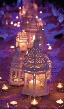 Aladdin Table with gold lanterns and the lamp