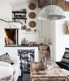 Sobre blanco complementos decorativos de marcada influencia exótica y colonial. http://www.originalhouse.info/
