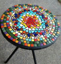 Mosaic table top with nice mix of irregular and square shaped pieces. Mosaic Outdoor Table, Mosaic Tile Table, Mosaic Coffee Table, Mosaic Pots, Mosaic Diy, Mosaic Garden, Mosaic Crafts, Mosaic Projects, Mosaic Glass