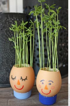 DIY: Egg-shell Planters for the Kitchen Window-sill Kids Crafts, Easter Crafts, Projects For Kids, Diy For Kids, Diy And Crafts, Craft Projects, Arts And Crafts, Craft Ideas, Egg Shell Planters