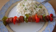 Brochettes de saucisses italiennes marinées Hui, Recipes, Food, Style, Sausage Kabobs, Meat, Bbq Ideas, Italian Sausages, Main Course Dishes