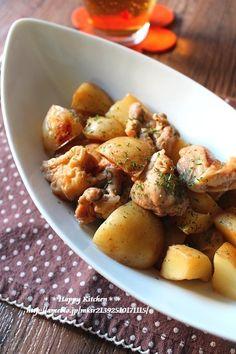 鶏肉と新じゃがのはちみつ照り煮|たっきーママ@**happy kitchen**◎鶏もも肉・・・1枚 ◎じゃがいも・・・2~3個 ◎鶏がらスープの素・・・小さじ1 ★酒・・・大さじ2 ★醤油、はちみつ・・・各大さじ1と1/2 ★みりん・・・大さじ1
