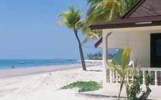 AH4W66 Malaysia Langkawi Beach And Bungalow At Pantai Cenang