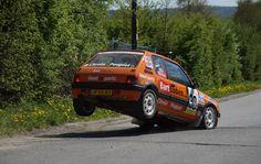 Das kann der Peugeot 205 GTI Rallye: Sehr kräftig bremsen! http://bartebben.de/blog/rallye-news/7.html    Heavy braking with a Peugeot 205 GTI Rally