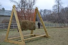 Met een slowfeeder doet je paard langer over zijn ruwvoer. Dit is erg gezond voor een paard. Bekijk hier de leukste ideeën voor jouw nieuwe slowfeeder.