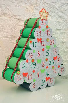 …de créer : Le calendrier de l'avent en rouleaux de papier toilette… le retour ! Christmas Calendar, Diy Advent Calendar, Christmas Countdown, Diy Christmas Gifts, Homemade Advent Calendars, Christmas Ideas, Papier Kind, Felt Ornaments, Christmas Ornaments