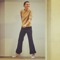 Click this image to show the full-size version. Phoebe Philo, Fashion Over 50, Daily Fashion, Looks Style, My Style, French Style, Celine, Clothes 2018, Comfortable Fashion