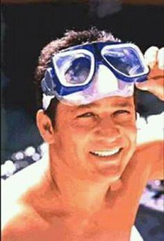 Que tal um mergulho?! Leandro E Leonardo, Oakley Sunglasses, Sunglasses Women, Moustaches, Wayfarer, Ray Bans, Style, Fashion, Diving